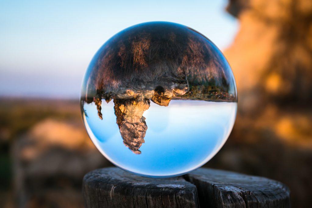 lensball sur paysage inversé