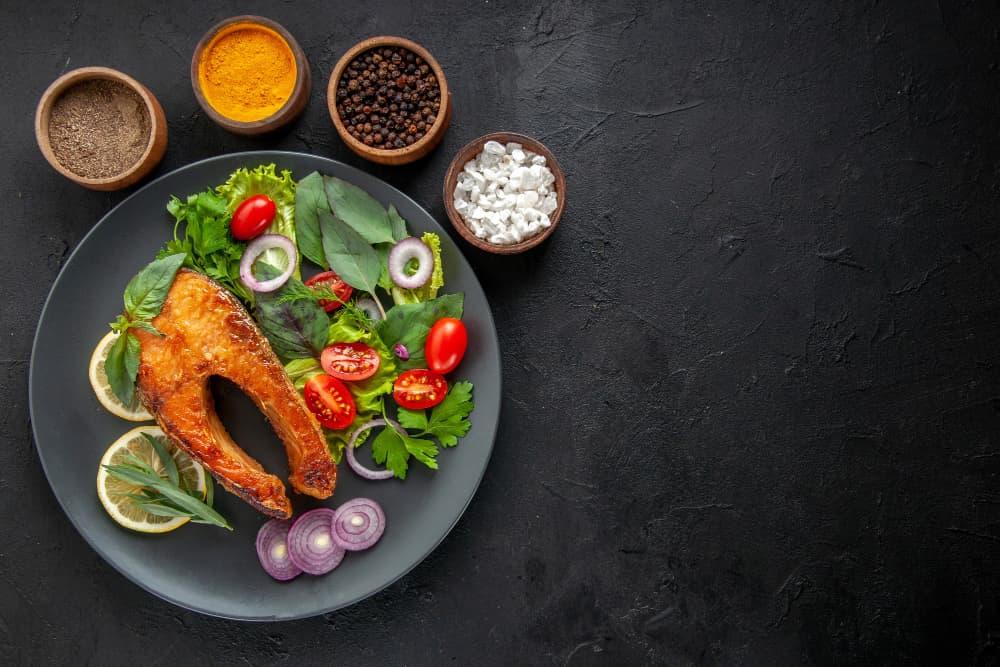 photo culinaire sur fond noir