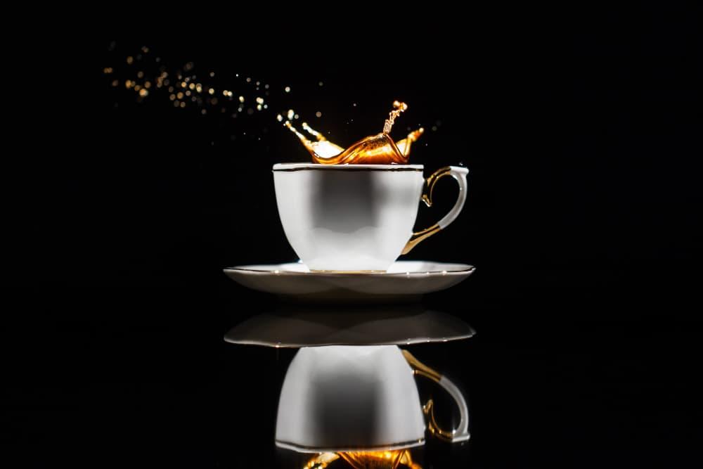 photo produit de tasse avec fond noir